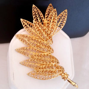 Vintage Gold Filigree Feathers Leaves Brooch Pin